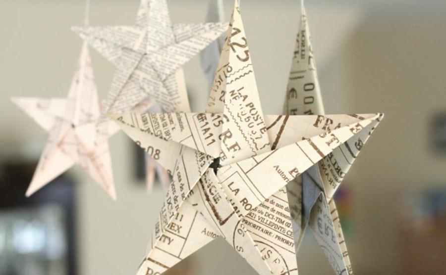 Phòng riêng xinh xắn với ngôi sao trang trí bằng giấy