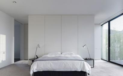 Phòng ngủ tinh tế với gam màu trắng